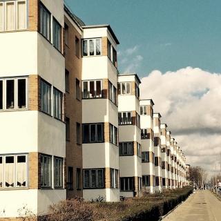 #berlin #ig_berlincity #instaberlin #visit_berlin #berlinstagram #outofthephone #facades #worldfacades #architecture #outofthephone #urbanandstreet #ig_europe #artofvisuals #diewocheaufinstagram #urbanexploring #urbanphotography #building #perspective