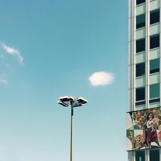 Hausecke.Laterne.himmelblau.minimal.Berlin.